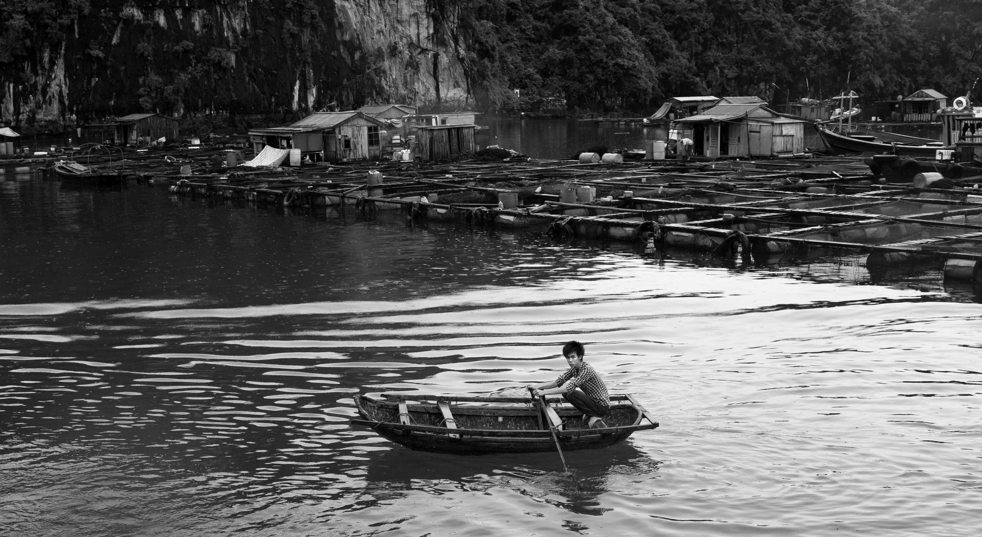 Floating homes outside the coast of Cat Ba island. Vietnam
