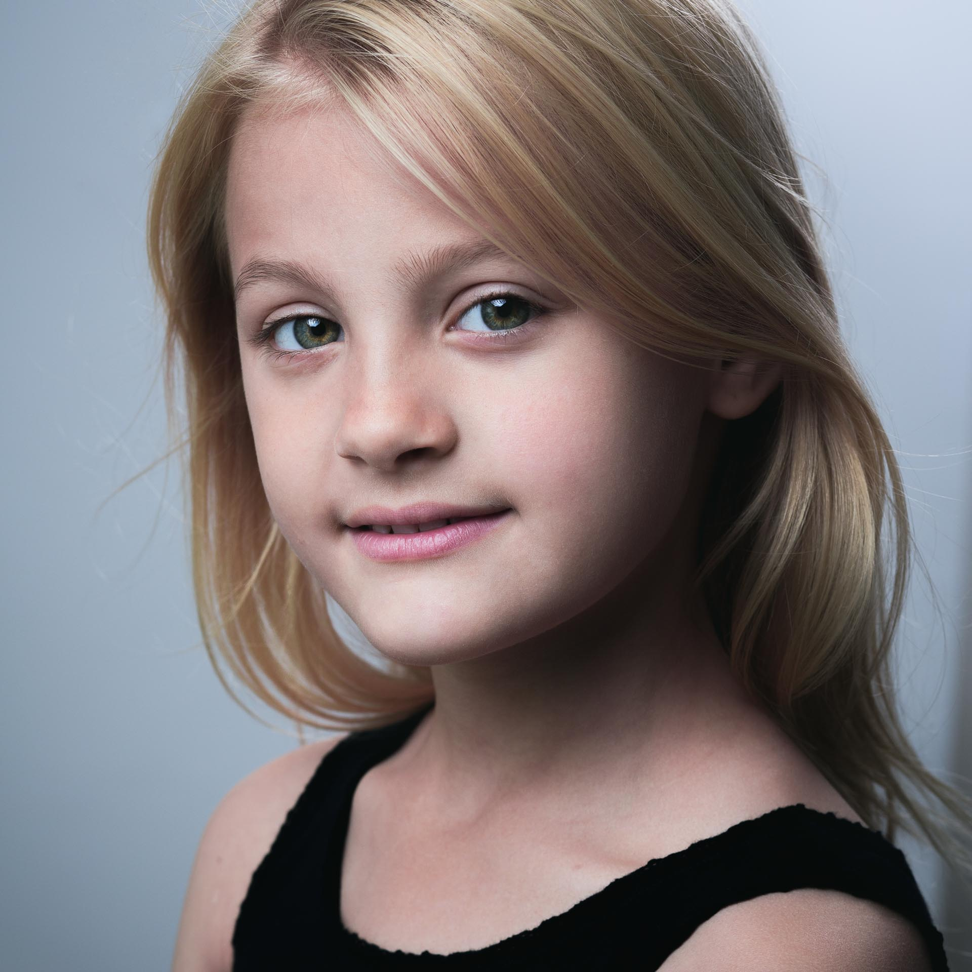Child actor headshot with Avery
