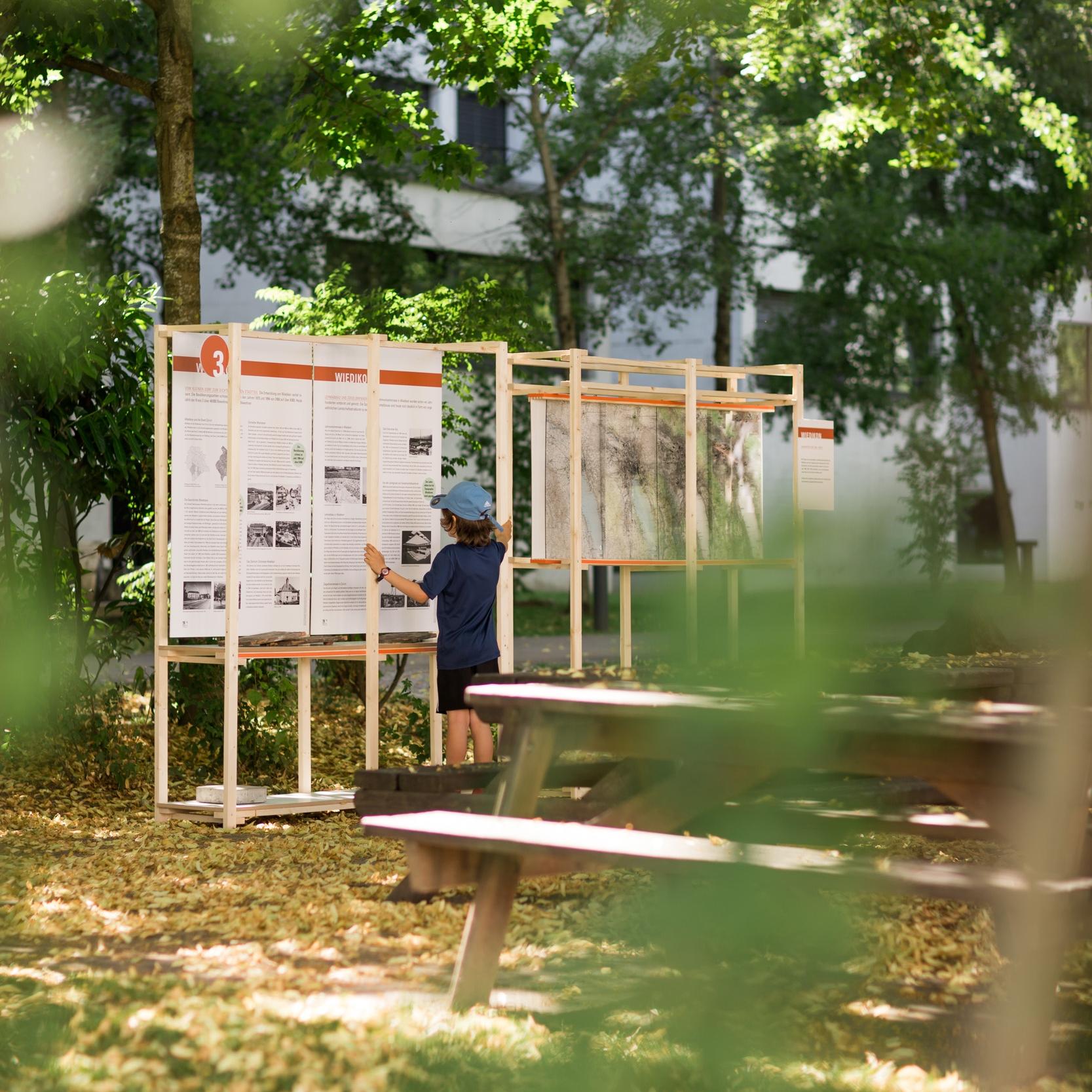 Ausstellung zum Tag der offenen TüreTriemli 1 - Die Ausstellung zur neuen Siedlung Triemli 1 wurde im Auftrag der Baugenossenschaft Rotach Zürich für den Tag der offenen Türe vom 17. Juni 2017 konzipiert. Weitere Informationen zum Projekt finden Sie hier.