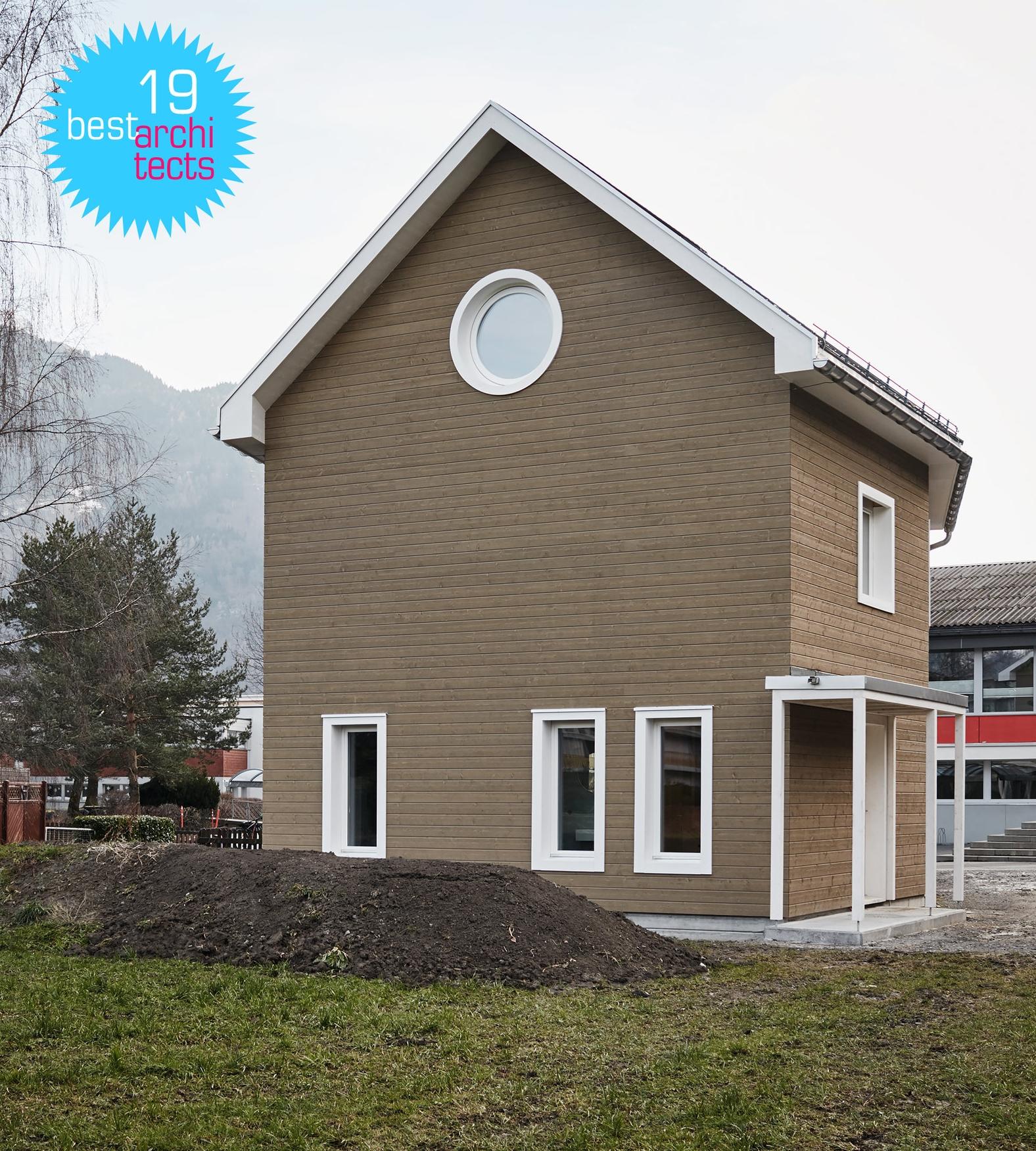 Raum B gewinnt Auszeichnung «best architects 19»für EFH in Näfels - Das von Raum B geplante Familienhaus in Näfels wurde von der Jury mit der Label «best architects 19»ausgezeichnet.Wir freuen uns sehr, dass unser Projekt aus 361 Einreichungen ausgezeichnet wurde.Das Projekt Einfamilienhaus Näfels finden Sie hier.Weitere Informationen zur Auszeichnung «best architects 19»finden Sie hier.