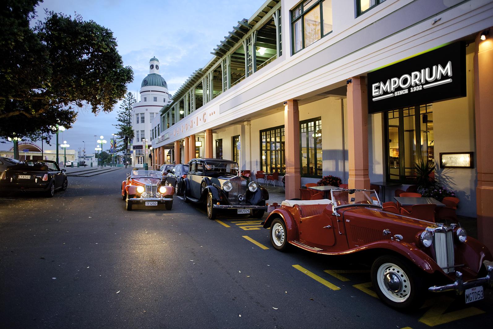 Emporium Bar | © Art Deco Masonic Hotel