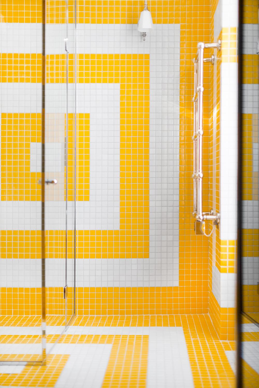 hotel-providence-paris_shower_erik-melvin.jpg