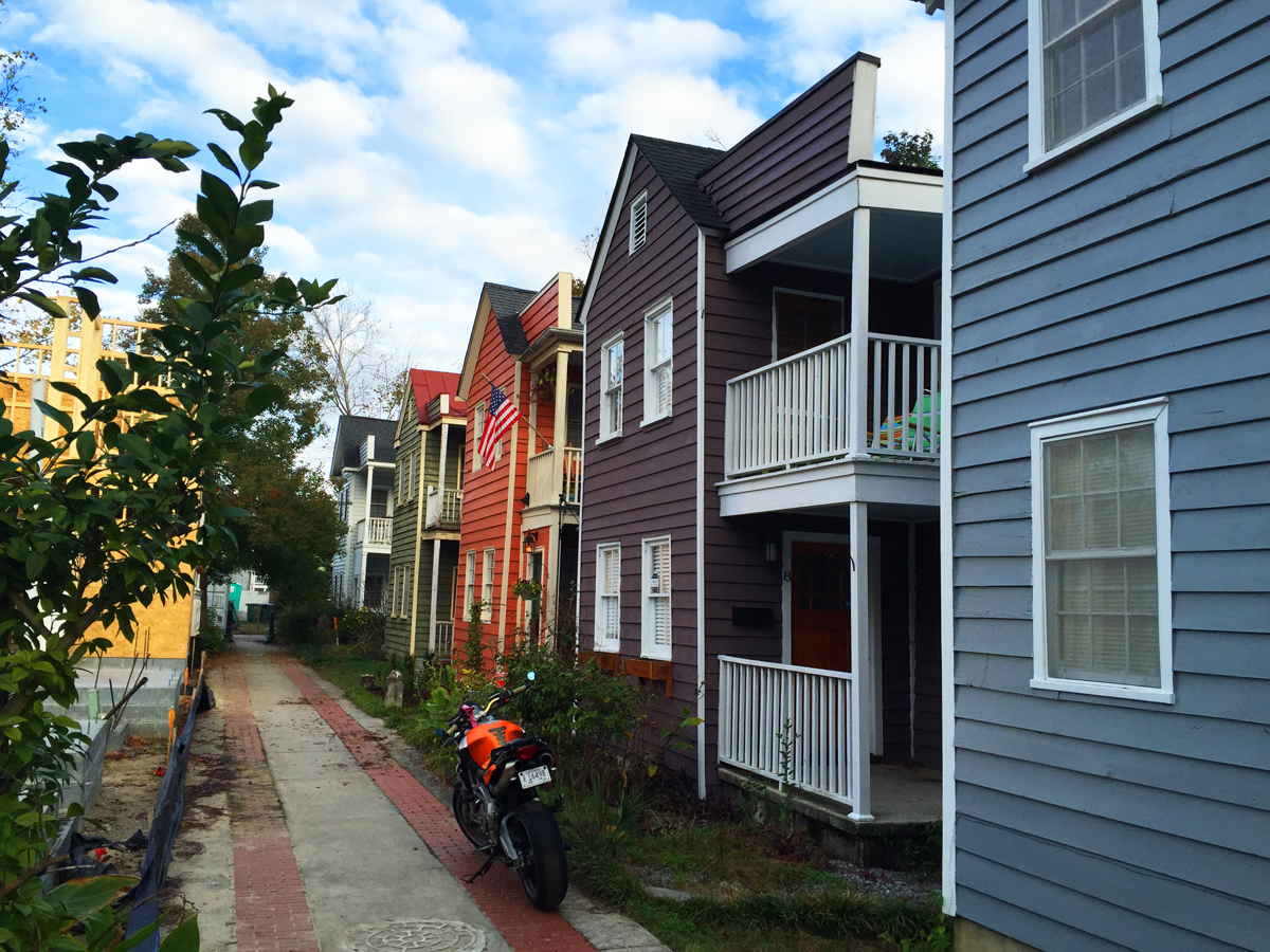 A Charleston alley densely populated with the Charleston Single House.