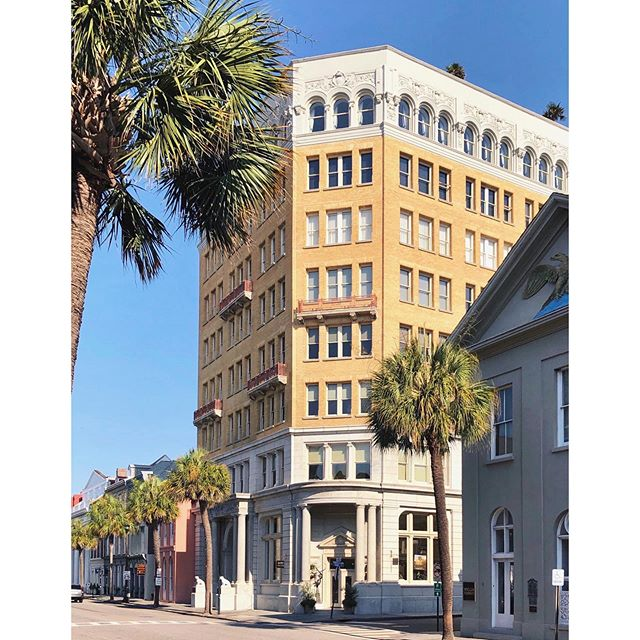 Goof morning from the best big building in Charleston: The Peoples Building.  Or at least in my opinion.  Thoughts?  #dailydoseofcharleston