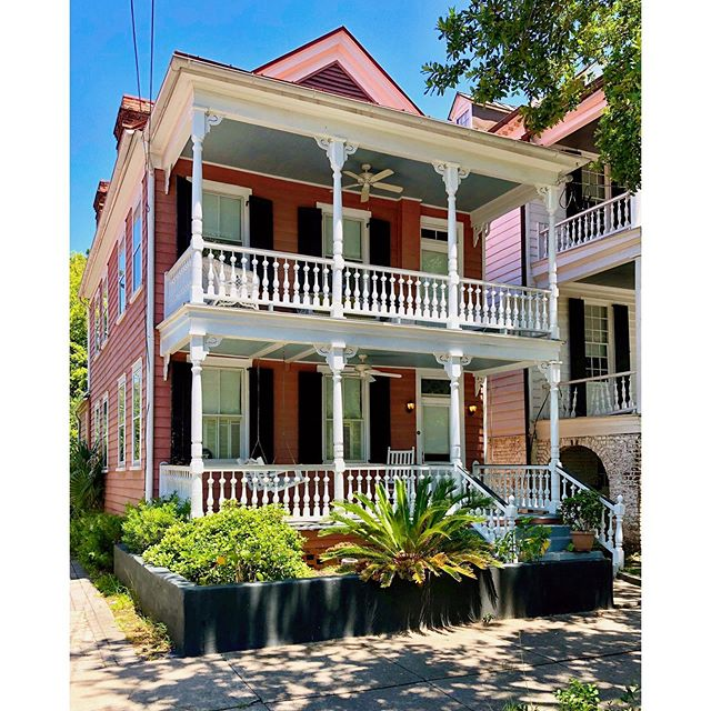 Good morning from John Street!  I realized that I don't give enough love to the front porch houses of Charleston.  The side hall house is often. accompanied by a front porch like this one.  And I am always a sucker for a #pinkhouse  #dailydoseofcharleston