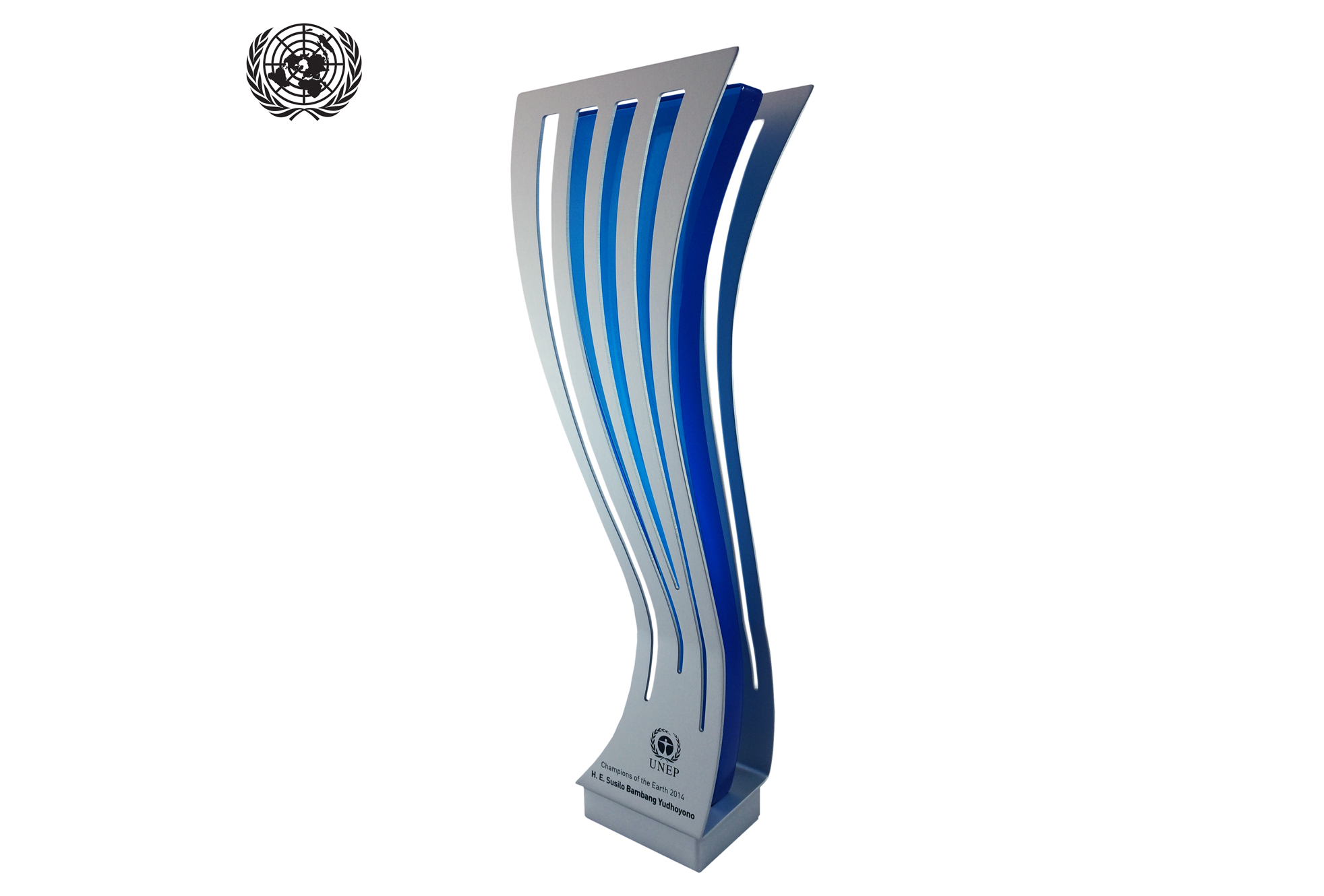 united nations custom glass award formal recognition foe special people.jpg