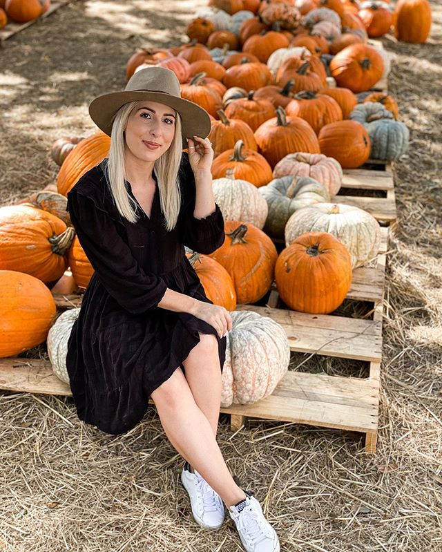 Pumpkin patch vibes! 🎃 #pumpkinpatch #fall #fallfashion #ootd 📷: @kennedypalata 😘