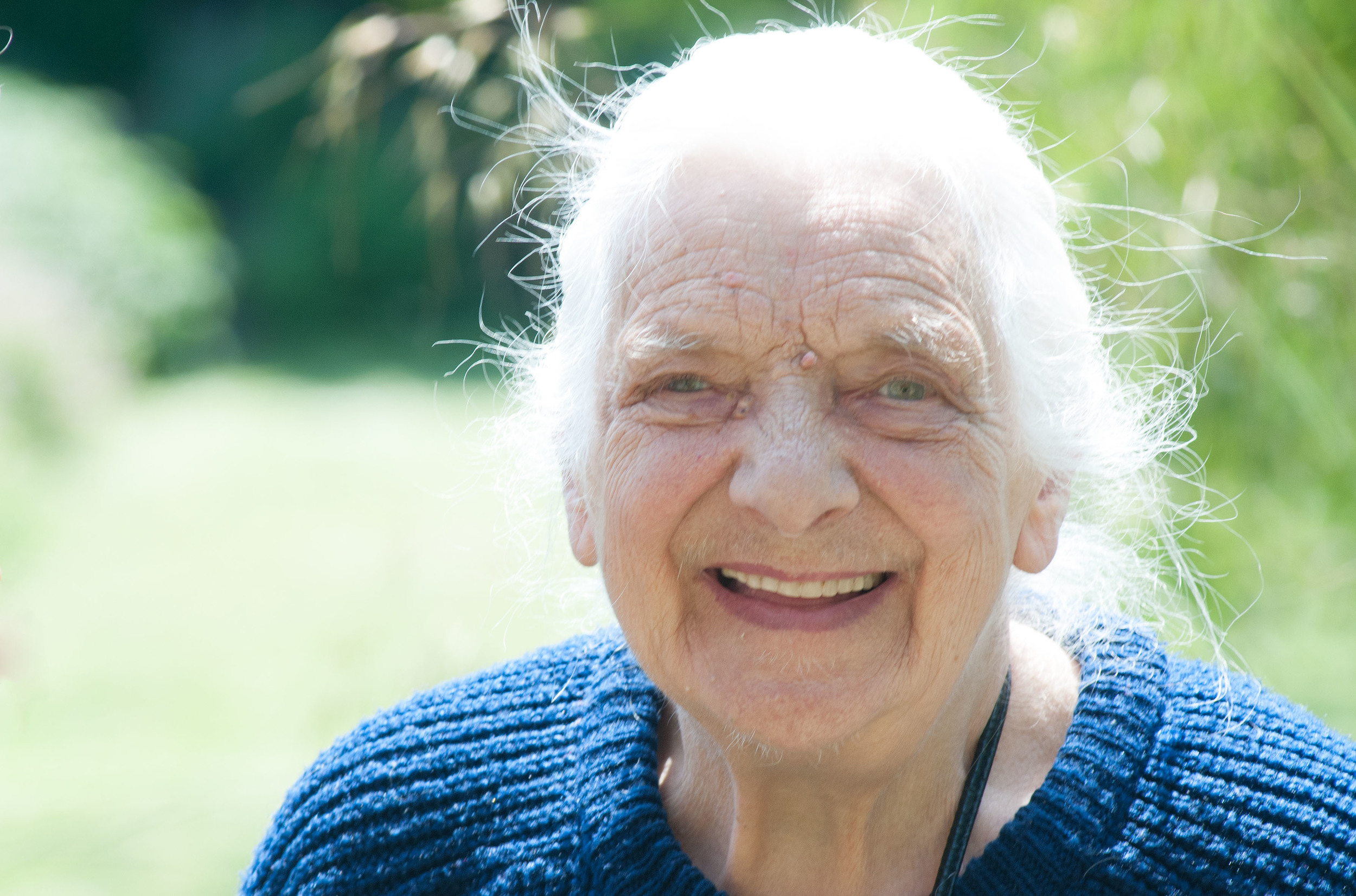 Sun Rose Care Website by 100Designs - old lady in the sun