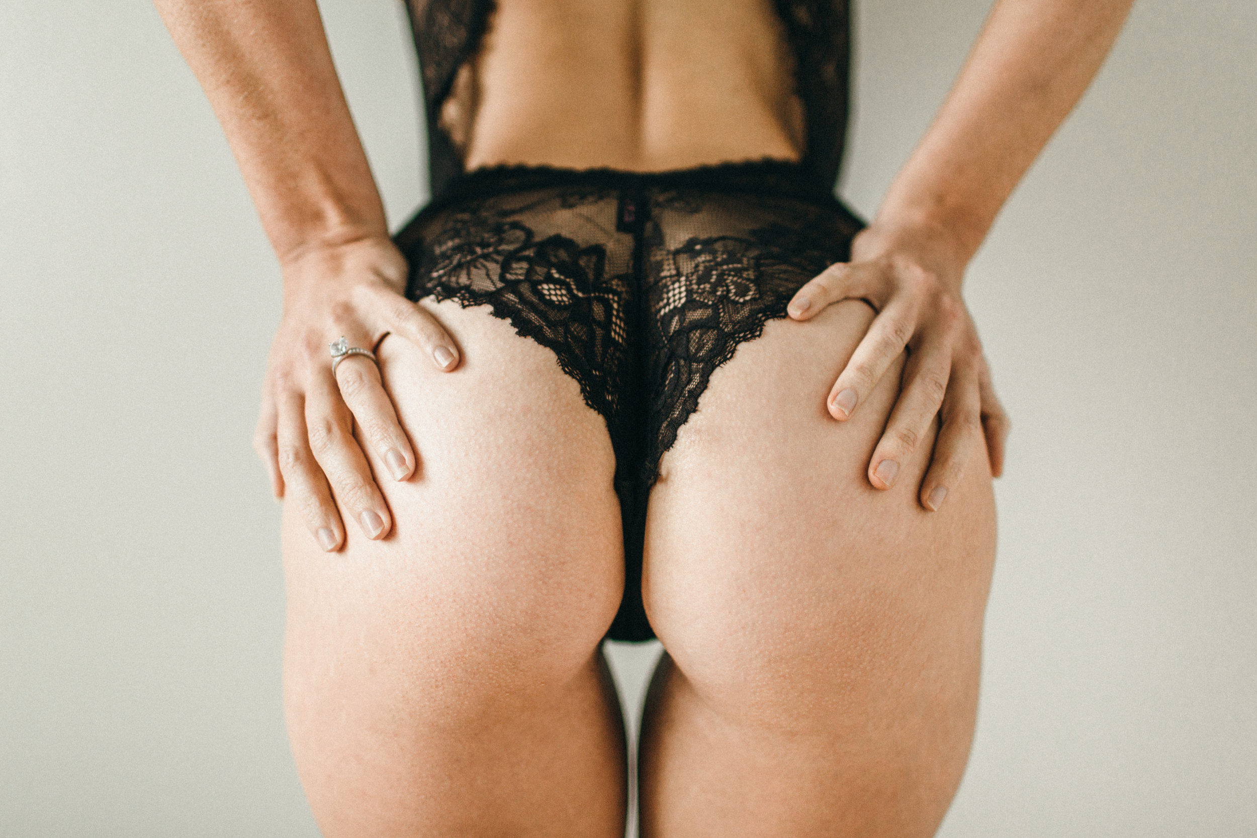 curvy woman posing with her booty in black lingerie