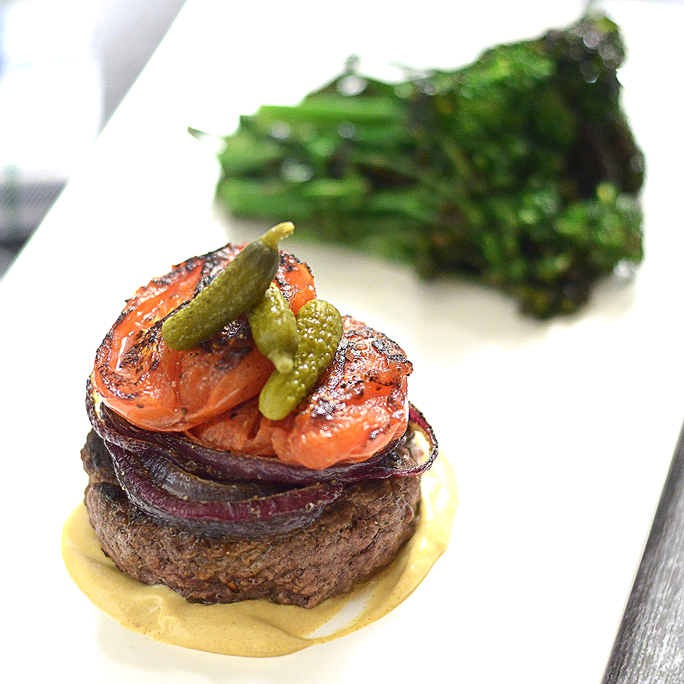 Bun-less Burger w Broccolini