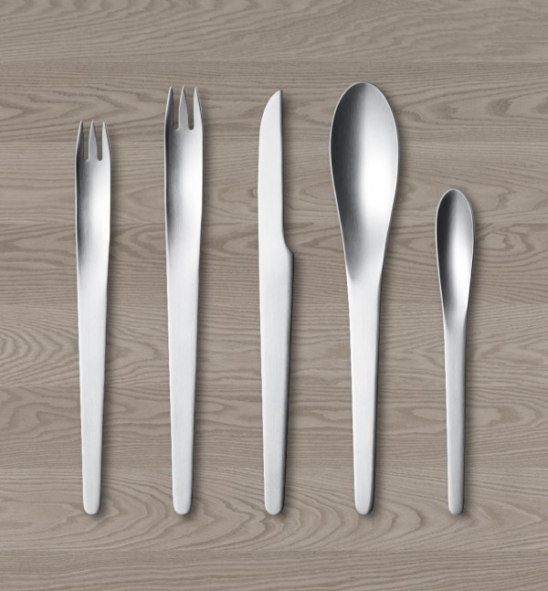 arne-jacobsen-minimalist-flatware-set-600x647.jpg