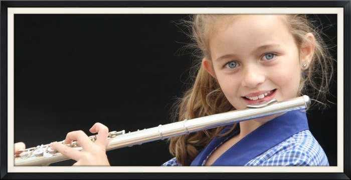 girl_flute.jpg
