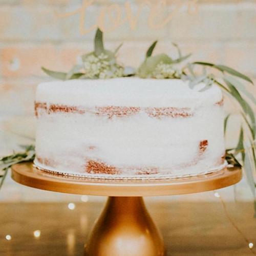 Photo by:    @lexistaylorphoto    Product Used:  Single Tier Wedding Cake