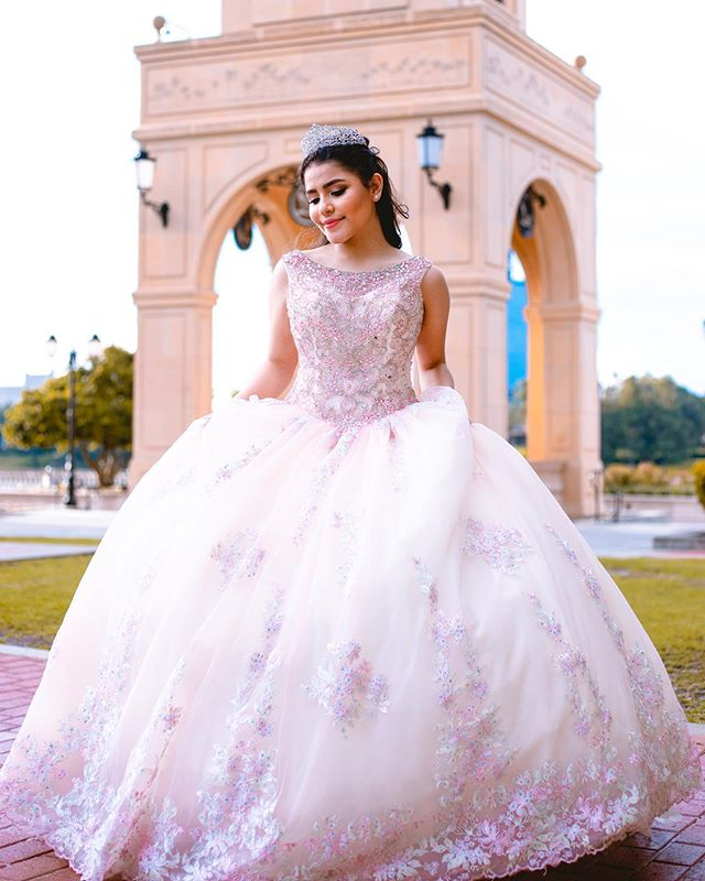 Quinceañera photography & videography packages. 📷🎥 @canepaproductions 📞321-202-0008 📧canepaproductions@gmail.com 👗 @esmeraldasbridal #orlandoquinceañera #orlandoquinceaneraphotographer #orlandoquinceañeravideographer #quinceañeradress