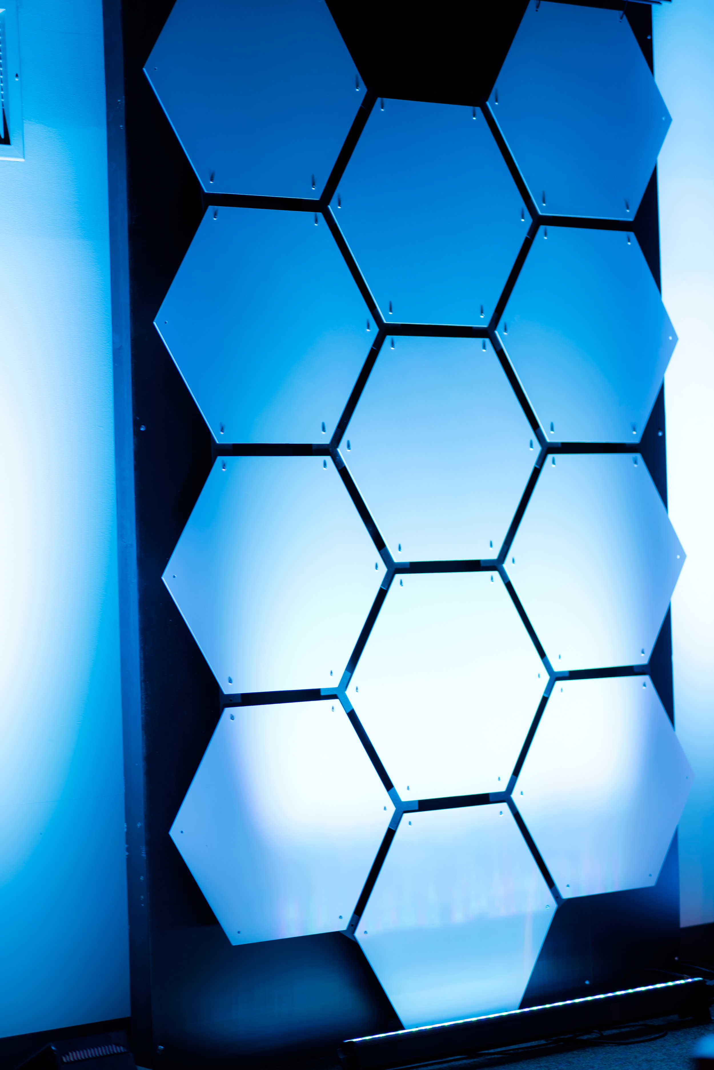 This is a Full Pack of Honeycomb hanging covering a 5' wide x 8' high wall section.