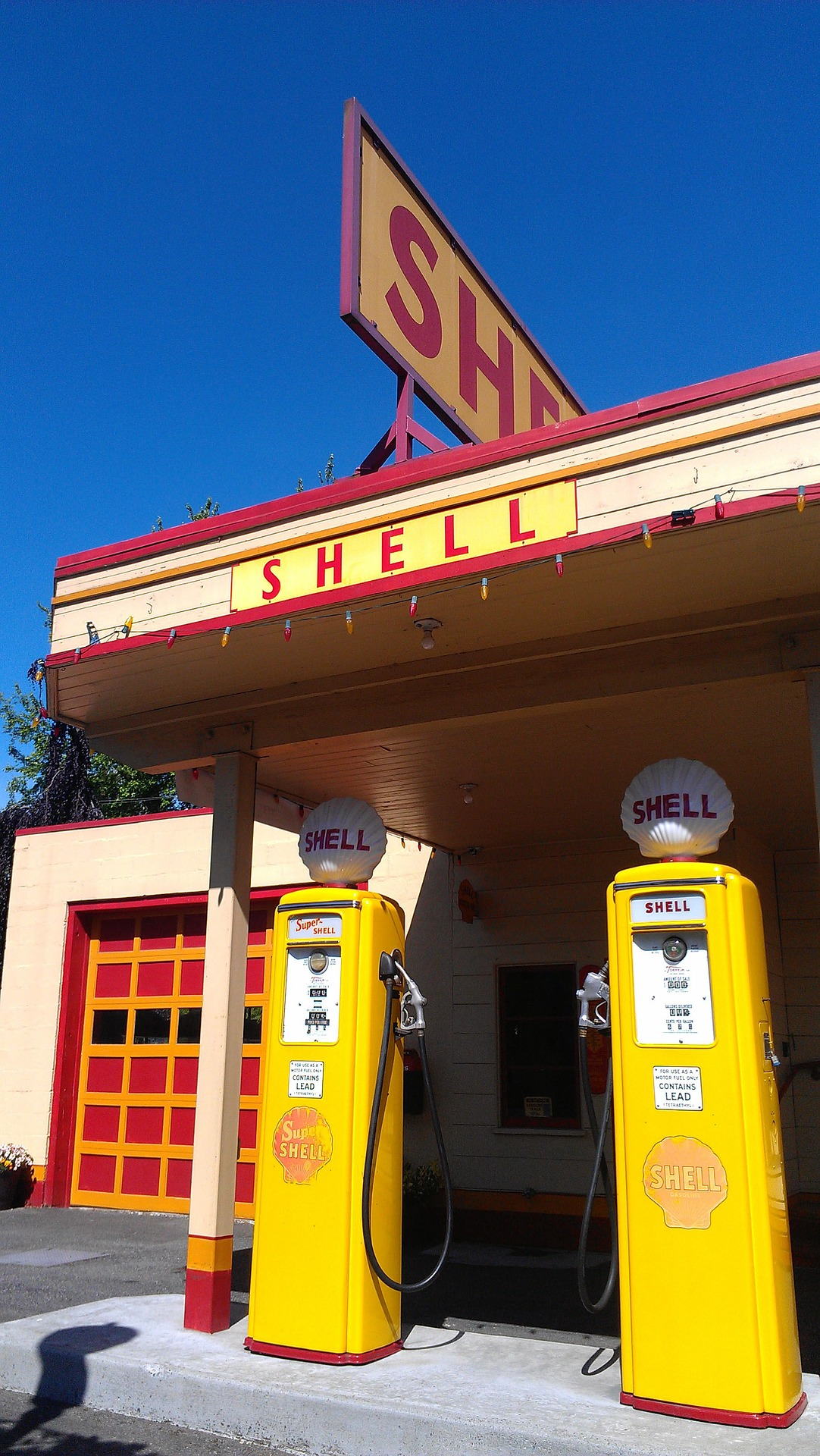 Old Shell gas stations and technology