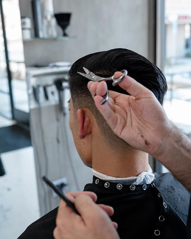 It's all in the wrist 👌🏻 #CameThroughSnippin #hairKUTengineering . . . . #SkinFade #TightFade #Pomade #Undercut #Pompadour #Fade #NoBadFades #Faded #SidePart #HardPart #SoftPart #Barber #BarbershopConnect #BarberLove #BarbersIncTV #Barbering #BarberWorld #thursdaze #InternationalBarbers #thursdayhair #thirstythursday #thursdaysinblack
