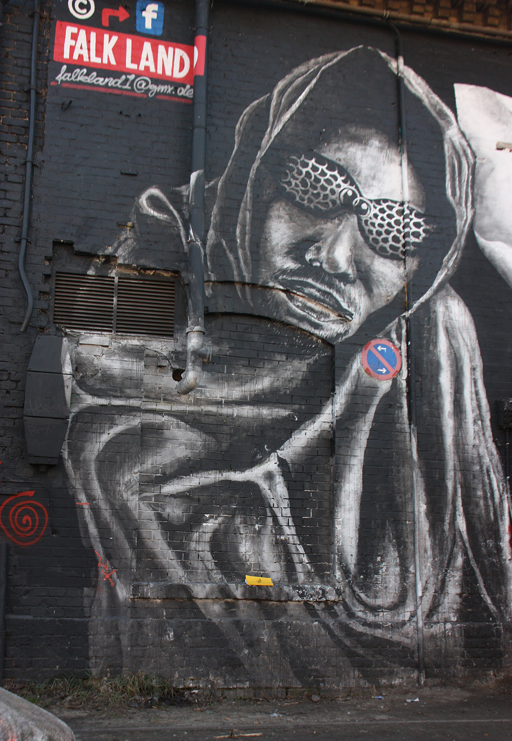 guide graffiti urban spree Carl Goes Berlin.jpg