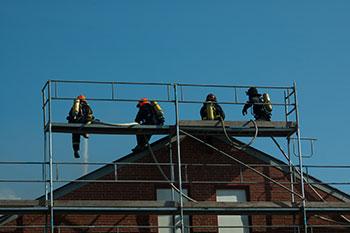 Firefighters_on_a_scaffold.jpg