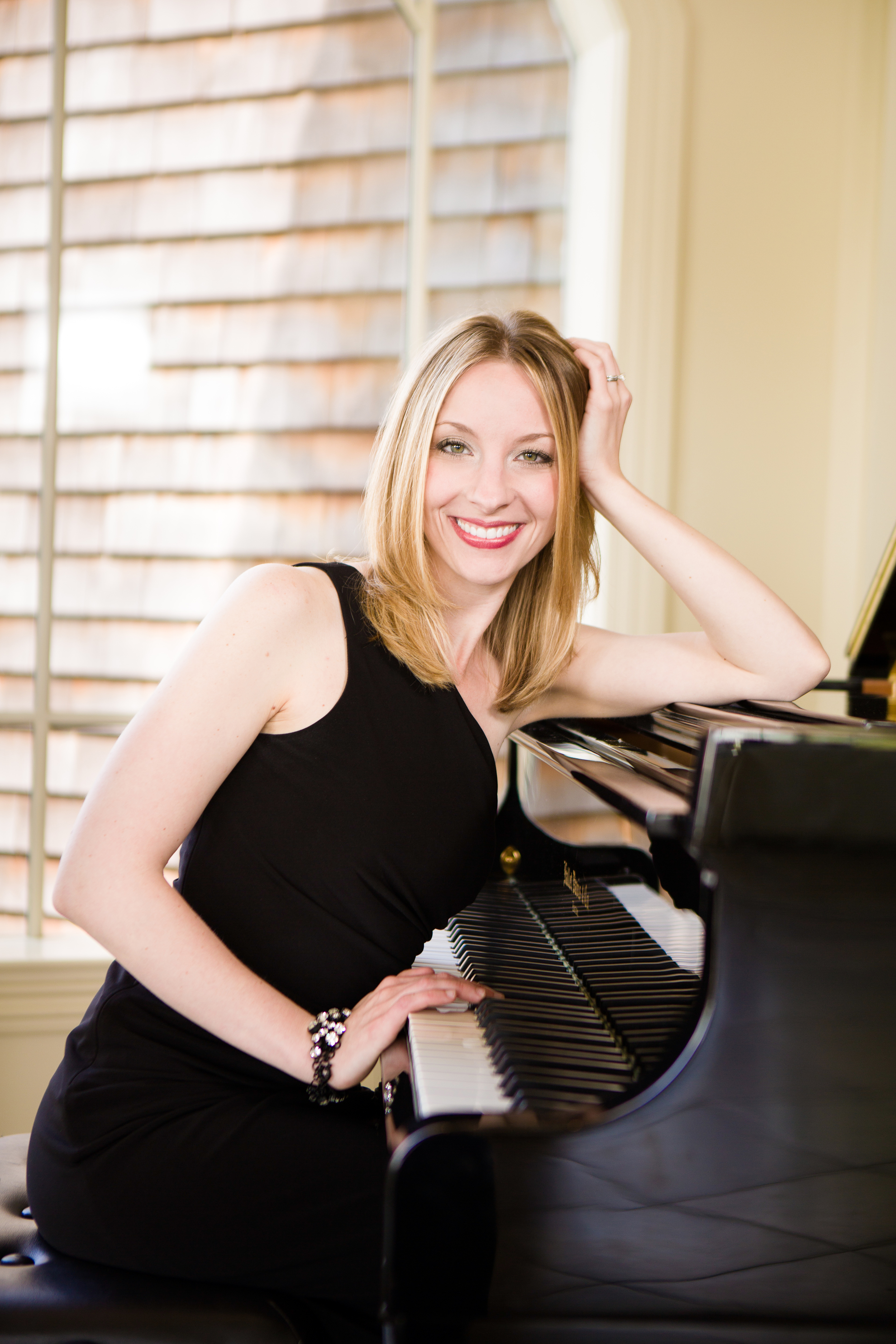 051Yvonne-pianist-singer-Vail-Fucci2456.jpg