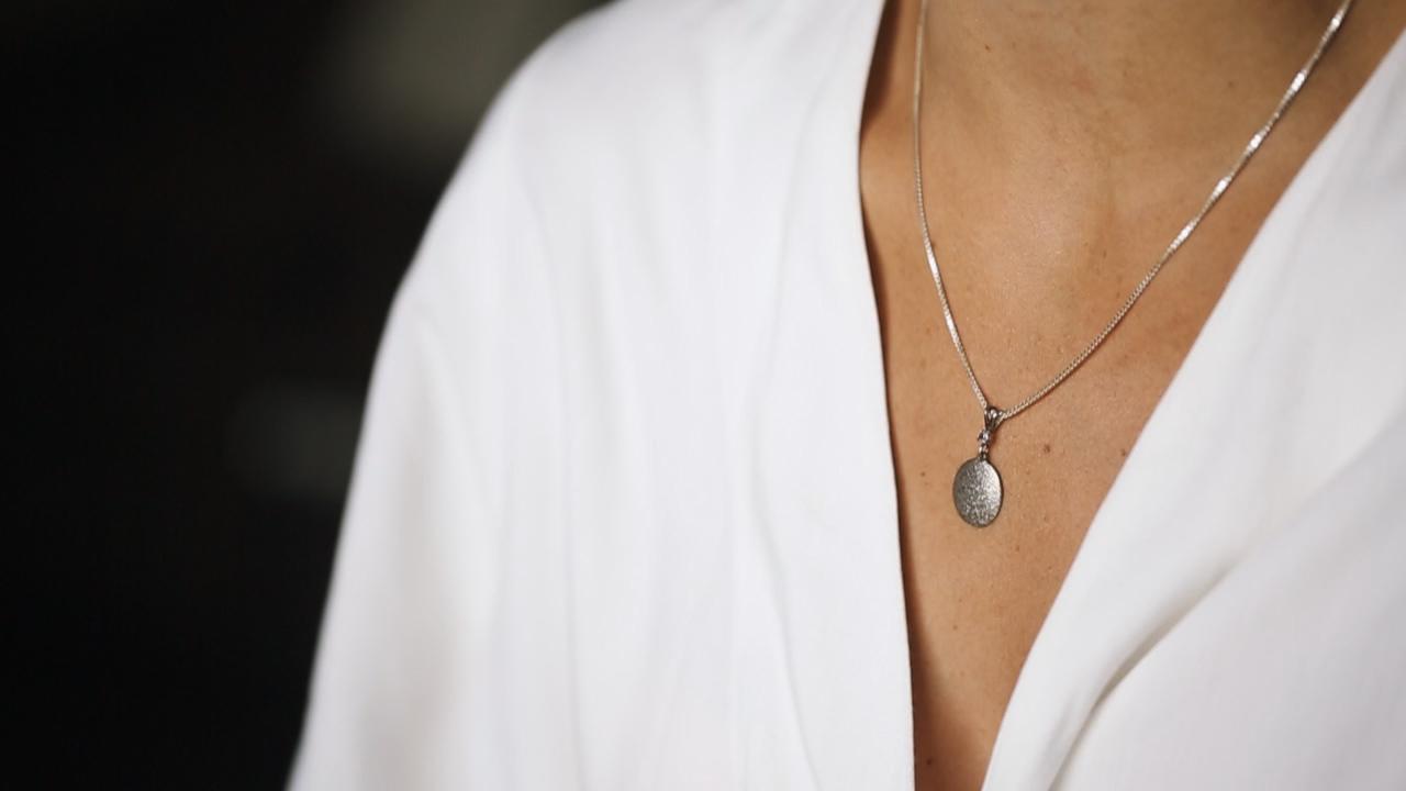 andy-burgmeier-thumbprint-necklace-may-wedding-dubuque-iowa-wedding
