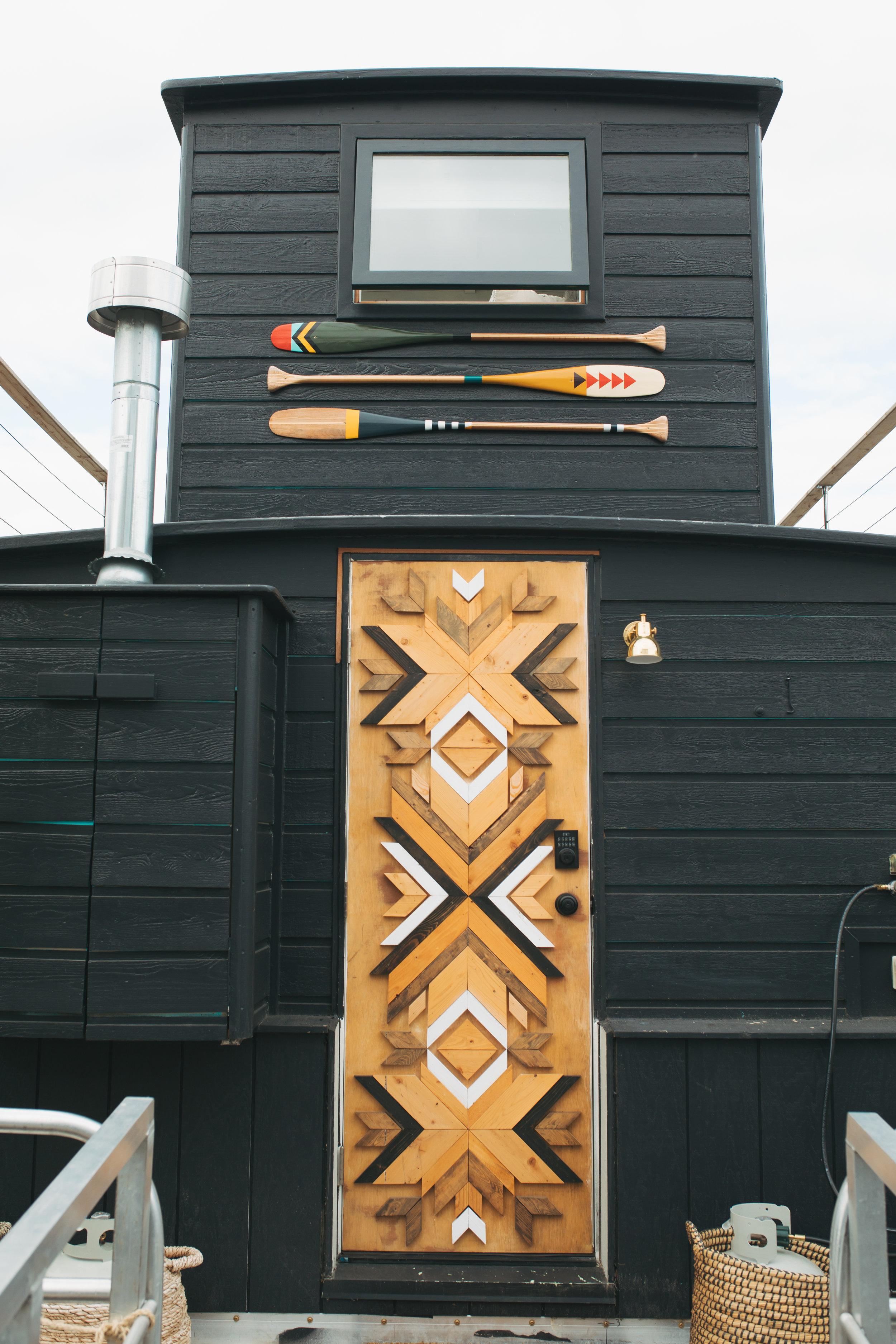 katherine_mendieta_seattle_lakeside_lovenest_houseboat_door.jpg