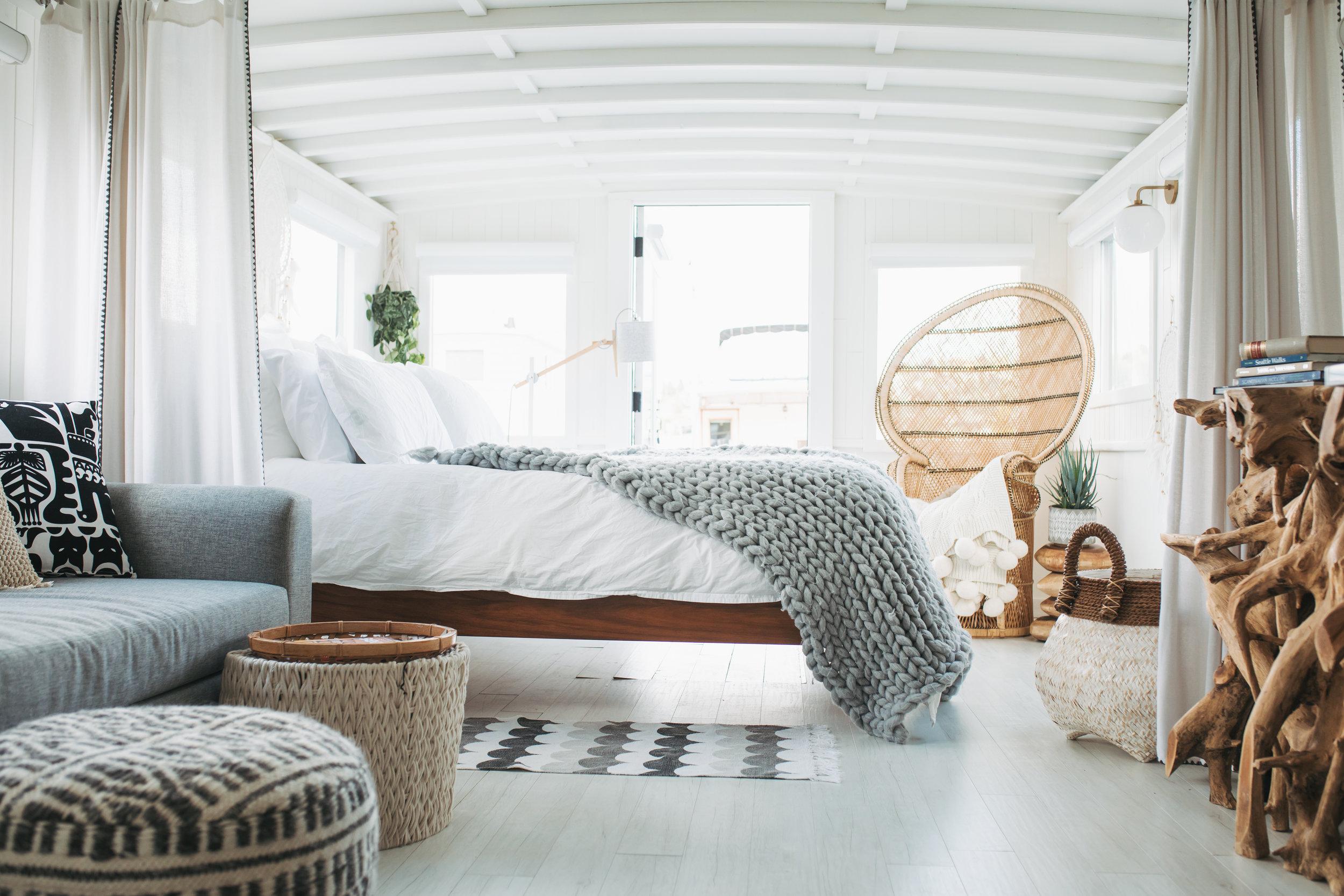 katherine_mendieta_seattle_lakeside_lovenest_houseboat-3.jpg