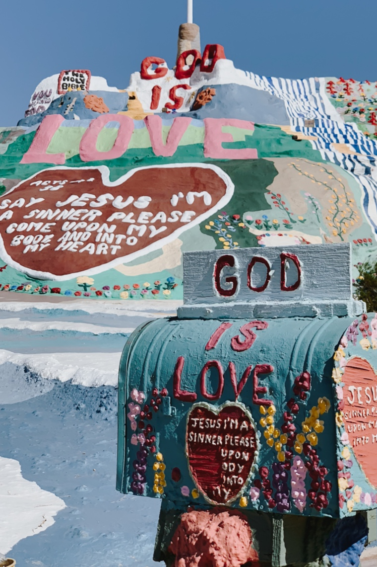 katherine_mendieta_salvation_mountain_leonard_knight.jpg