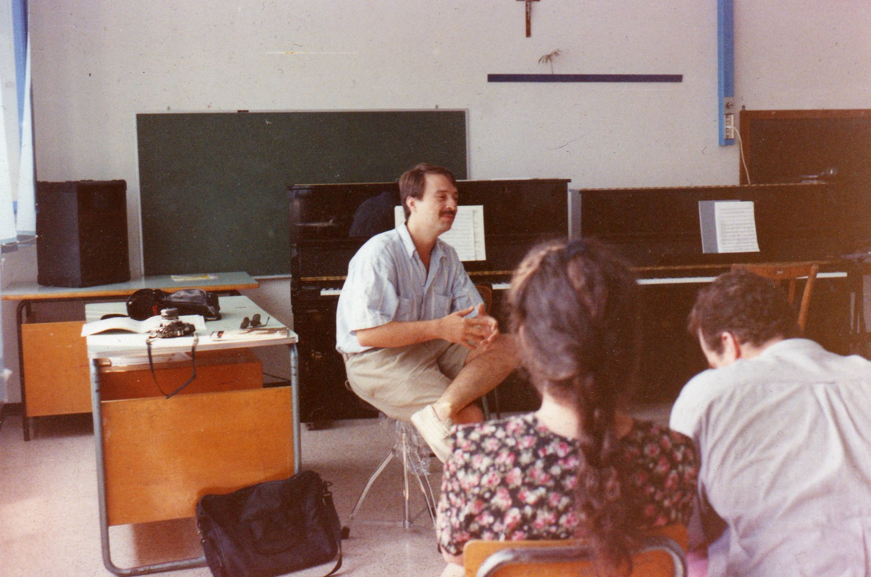 Leading a seminar in Gubbio, Italy, 1991.jpg
