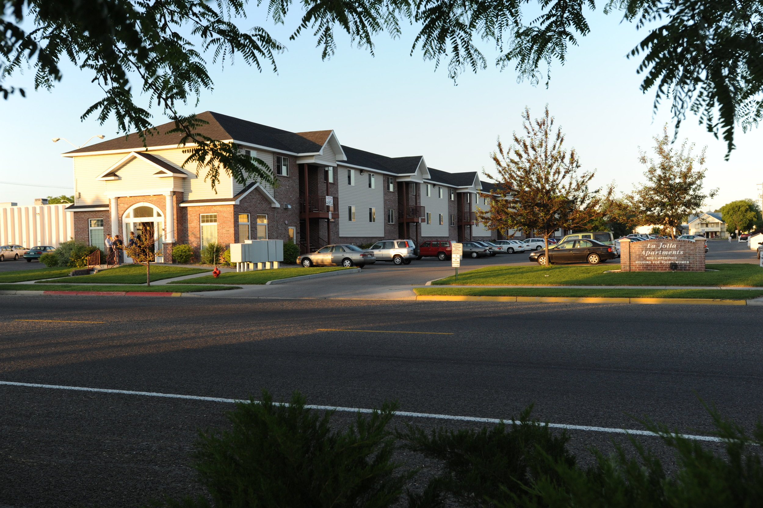 La Jolla Apartments - BYU Idaho Approved Housing for Men & Women