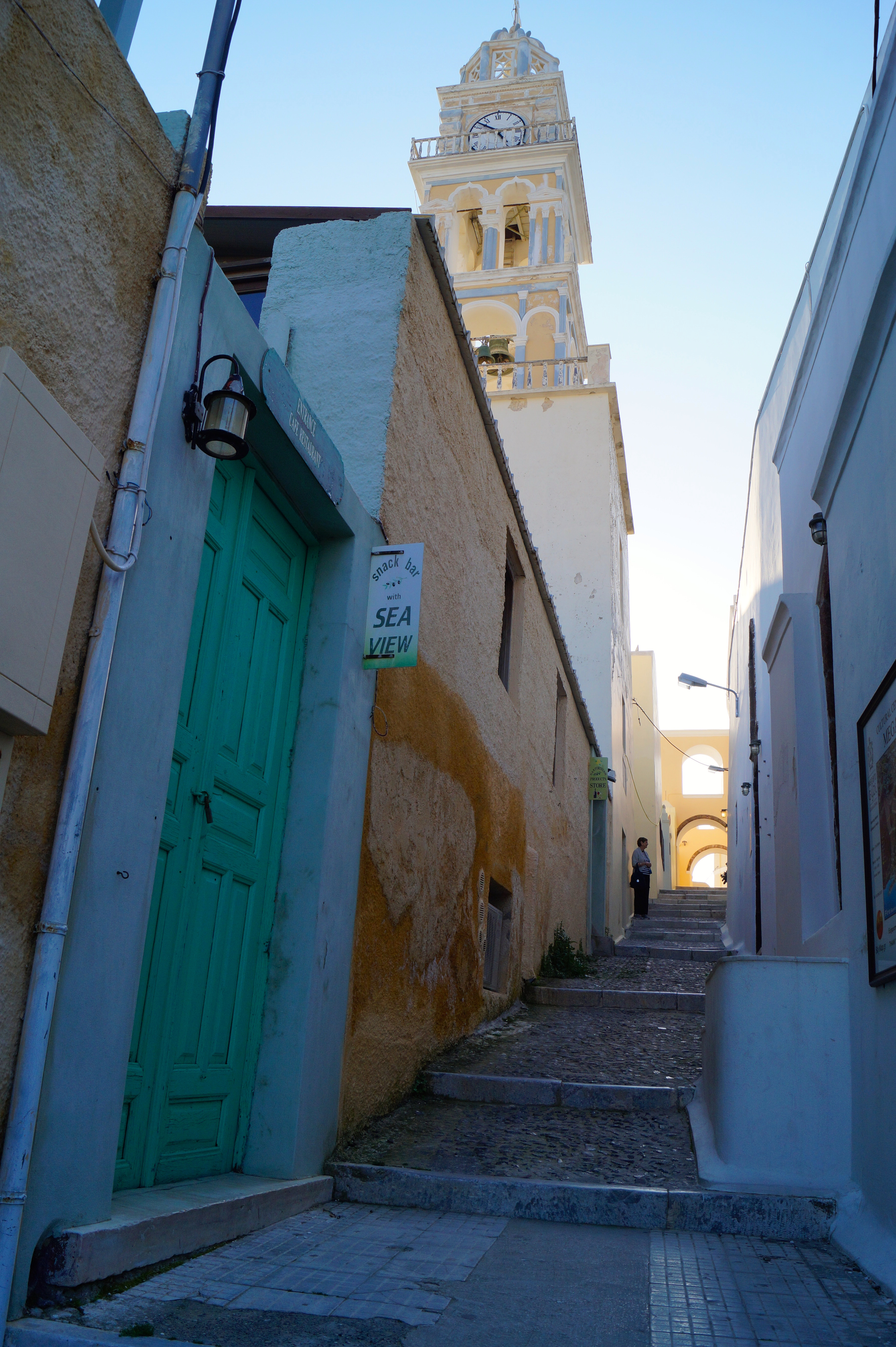 The narrow streets and alleyways criss-cross the towns with many shops and eateries along them.