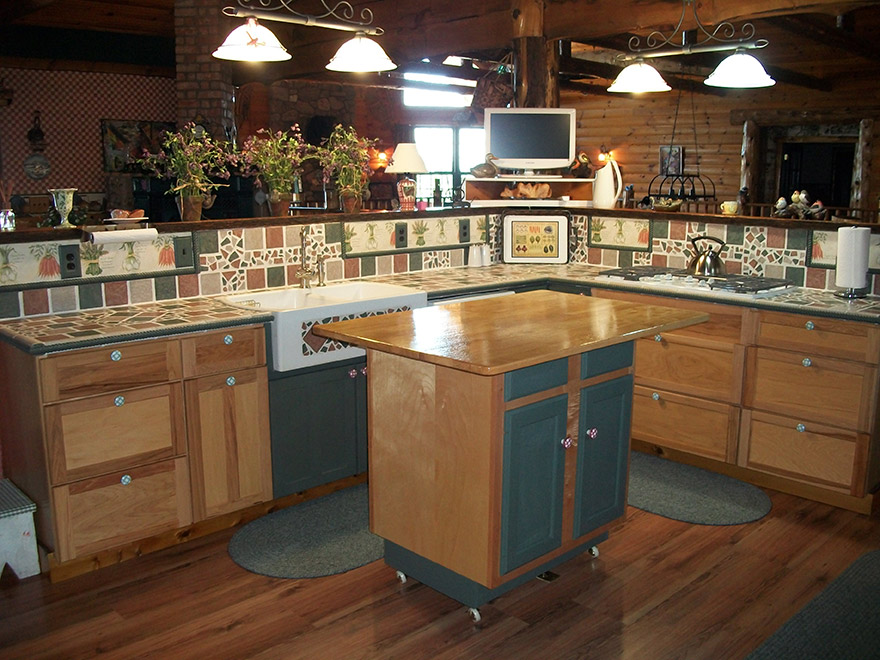 004-0641_kitchen.jpg