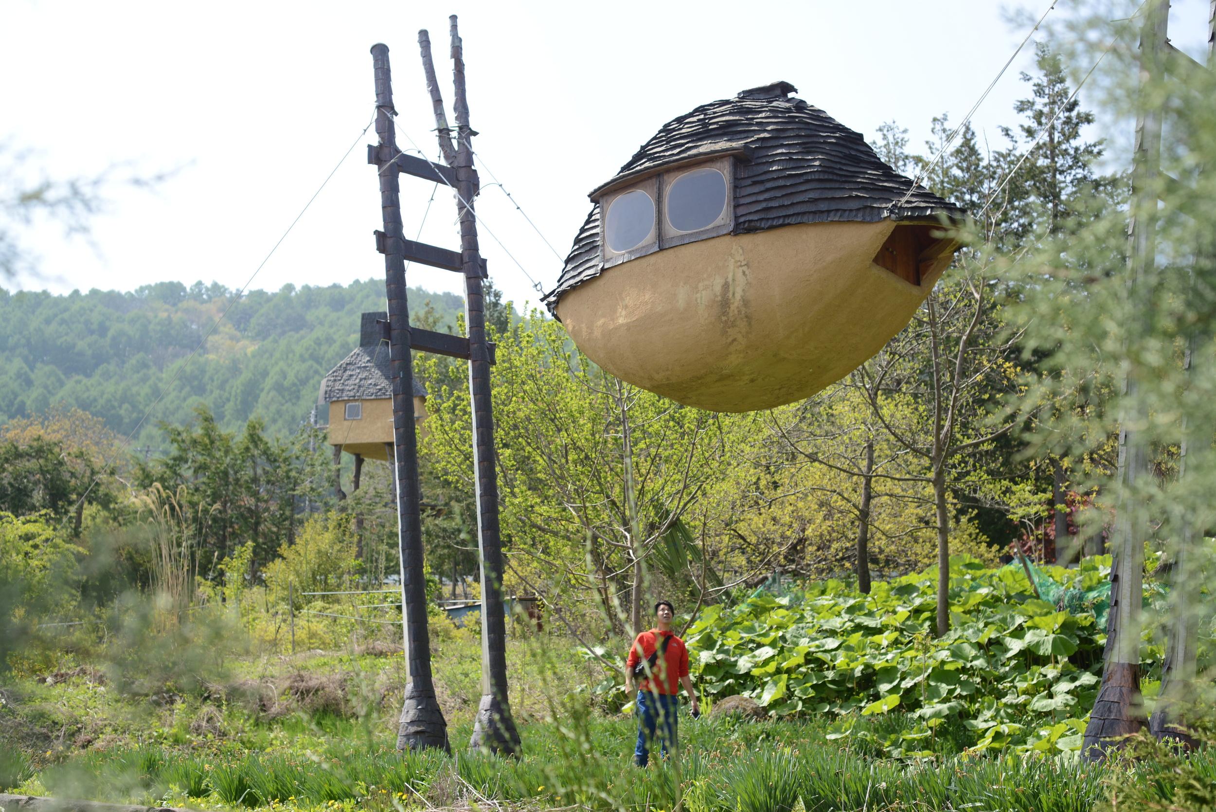 守屋山のふもとにある謎の泥船。最高。この中に入りたい、入りたい。