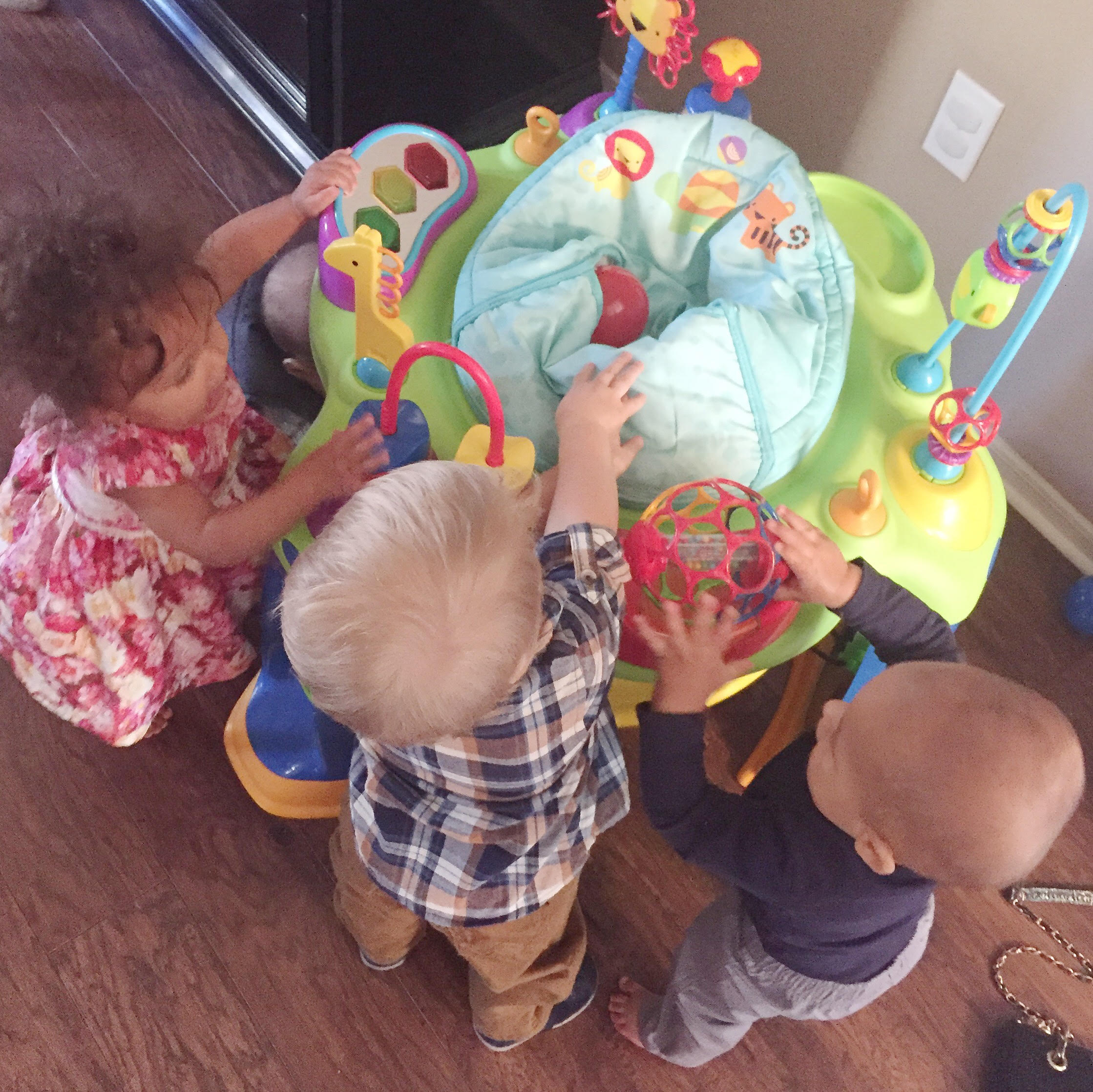 How To Host A Play Date And Make Mom Friends | www.MommaSociety.com | Momma Society-The Community of New moms