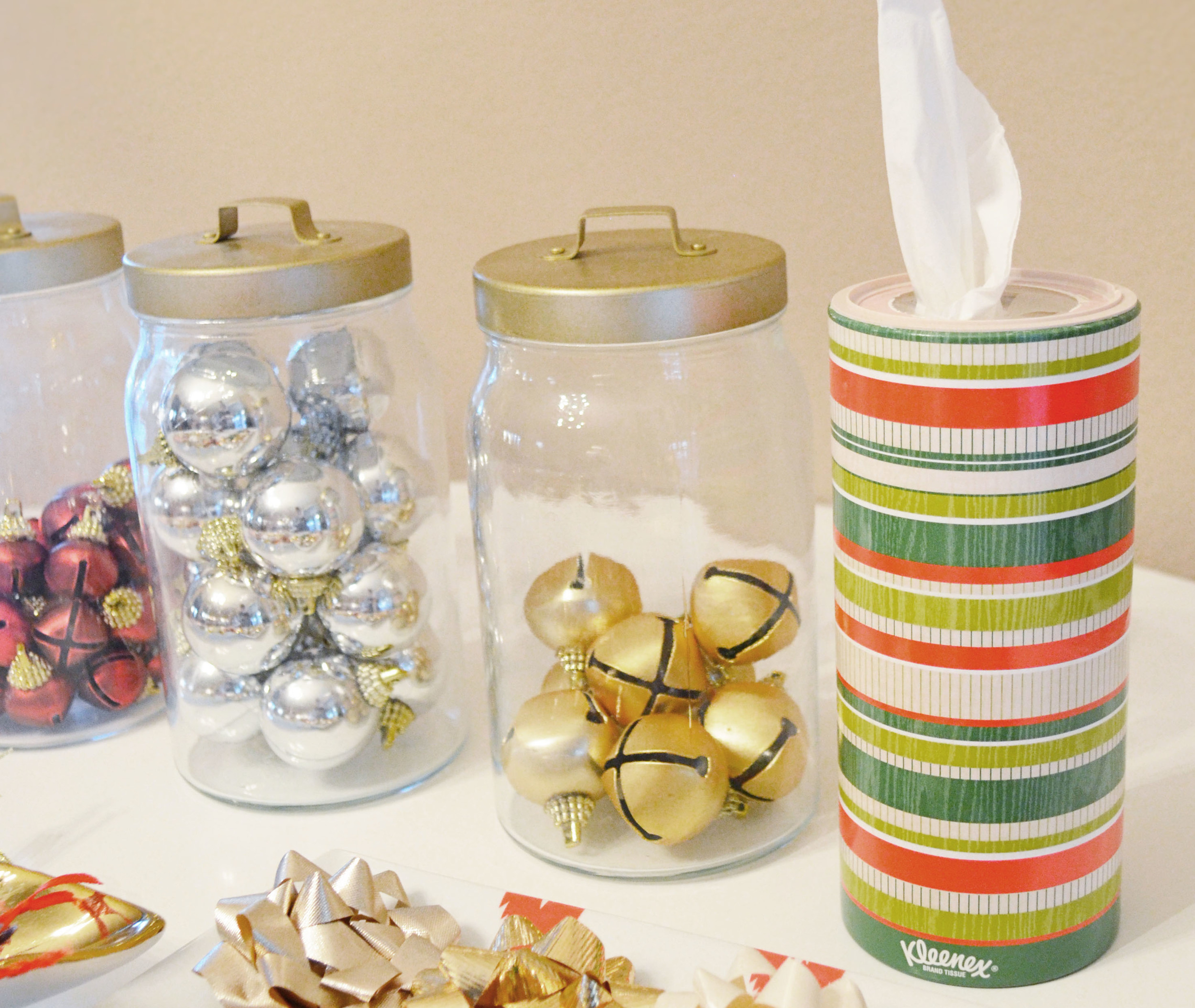 How To Host A Holiday Gift Wrapping Party | Momma Society-The Community of Modern Moms | www.mommasociety.com | #HolidayNecessities #CG