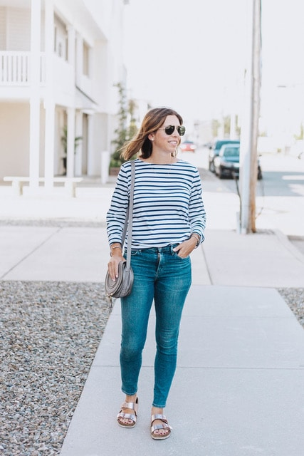defining your mom style | Woman in striped shirt and skinny jeans
