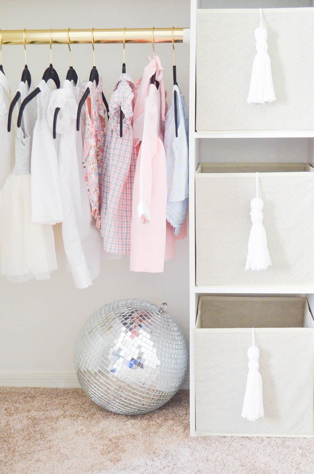 Yarn+Tassel+Storage+Bins+DIY+_+Under+$2+and+simple!+_+How+to+make+a+yarn+tassel+_+Baby+Closet (2).jpg