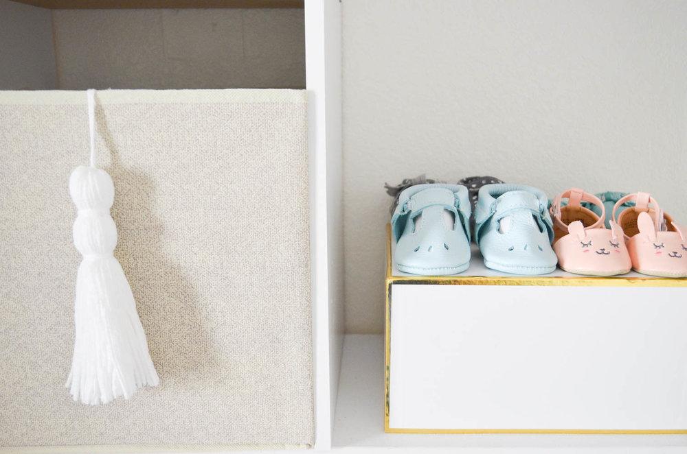 Yarn+Tassel+Storage+Bins+DIY+_+Under+$2+and+simple!+_+How+to+make+a+yarn+tassel+_+Baby+Closet.jpg