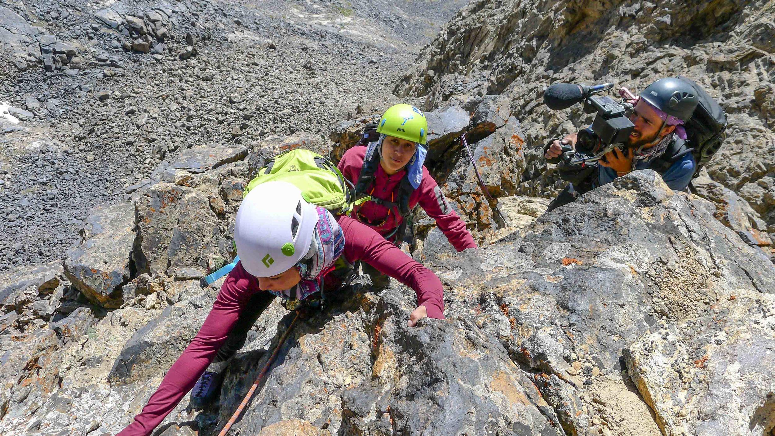 afghan_women_climb_10.jpg