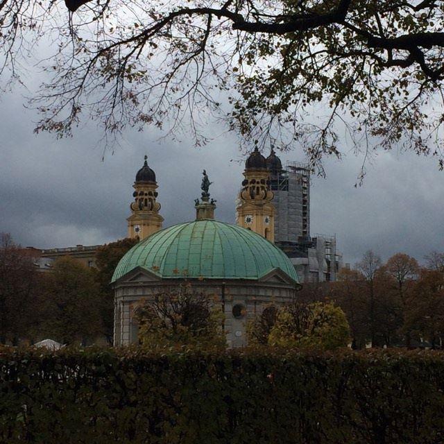 l'église saint michel  et LE  pavillon Hofgarten