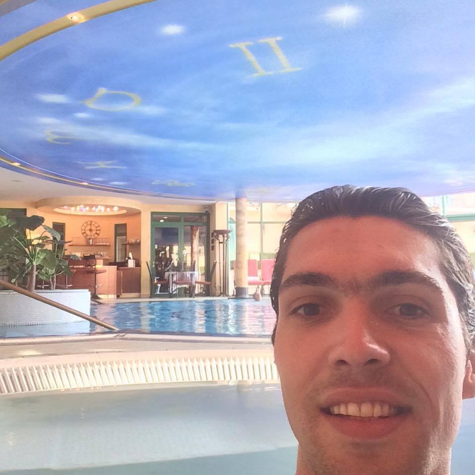 Avec 2 saunas, un hammam, un jacuzzi et une piscine; Papa est aux anges!