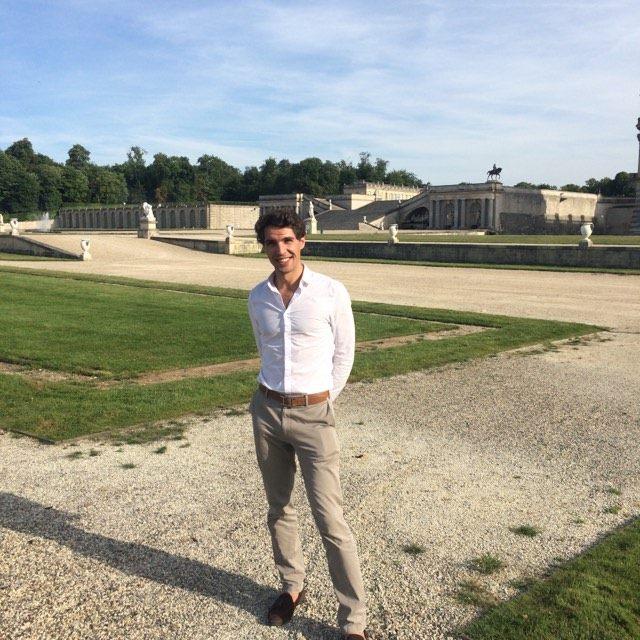 Tranquillement installé, j'ai laissé Papa profiter des sublimes jardins de l 'Institut de France