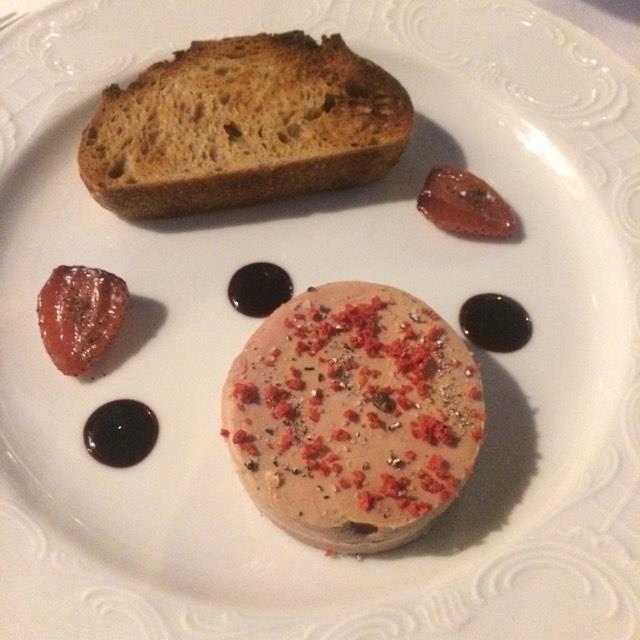Le  chef Clément Leroy  nous a fait déguster son succulent Foie gras de canard confit, fraise et graines de paradis