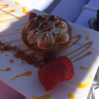 Tarte au citron meringué...et ses fraises.