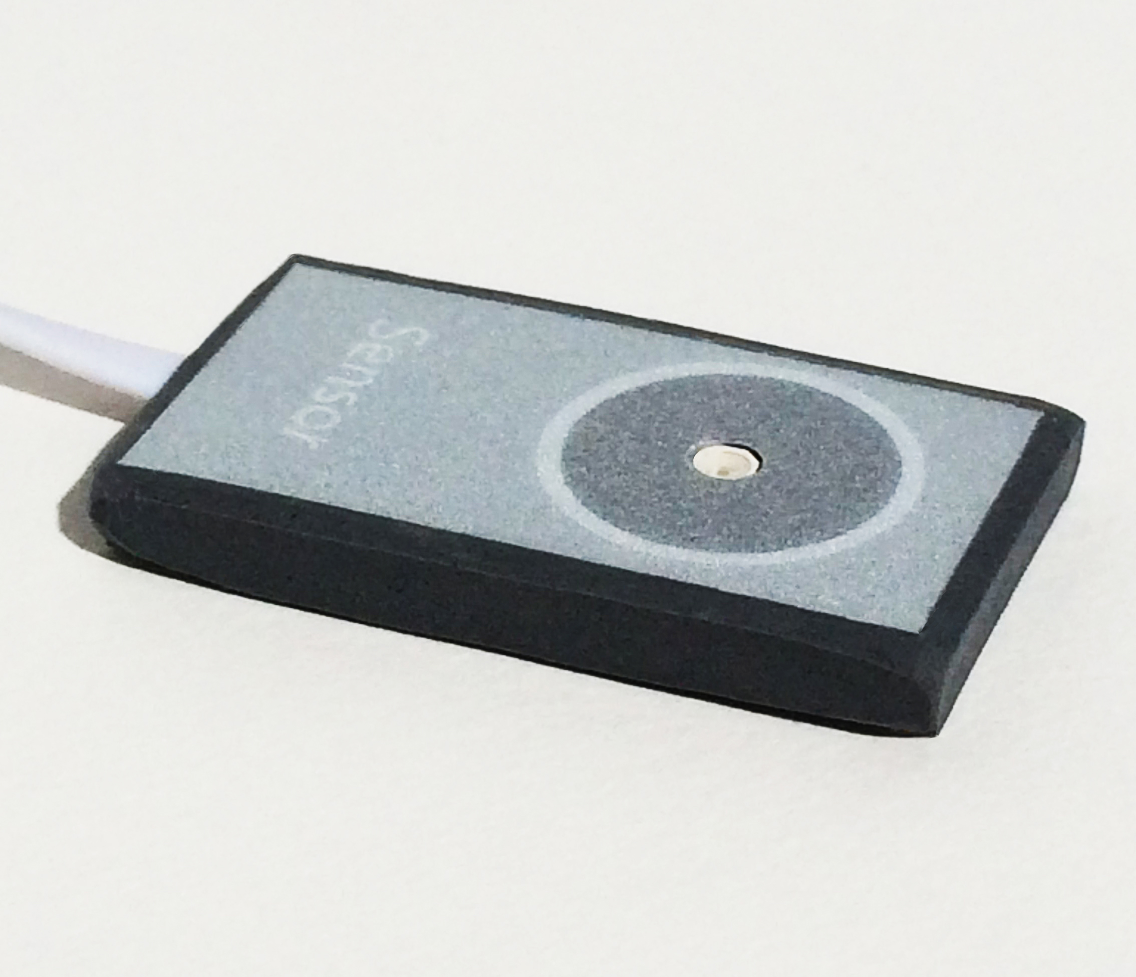 """The external sensor is 0.18"""" (4.5mm) thick, with a 1mmthick flat cable."""