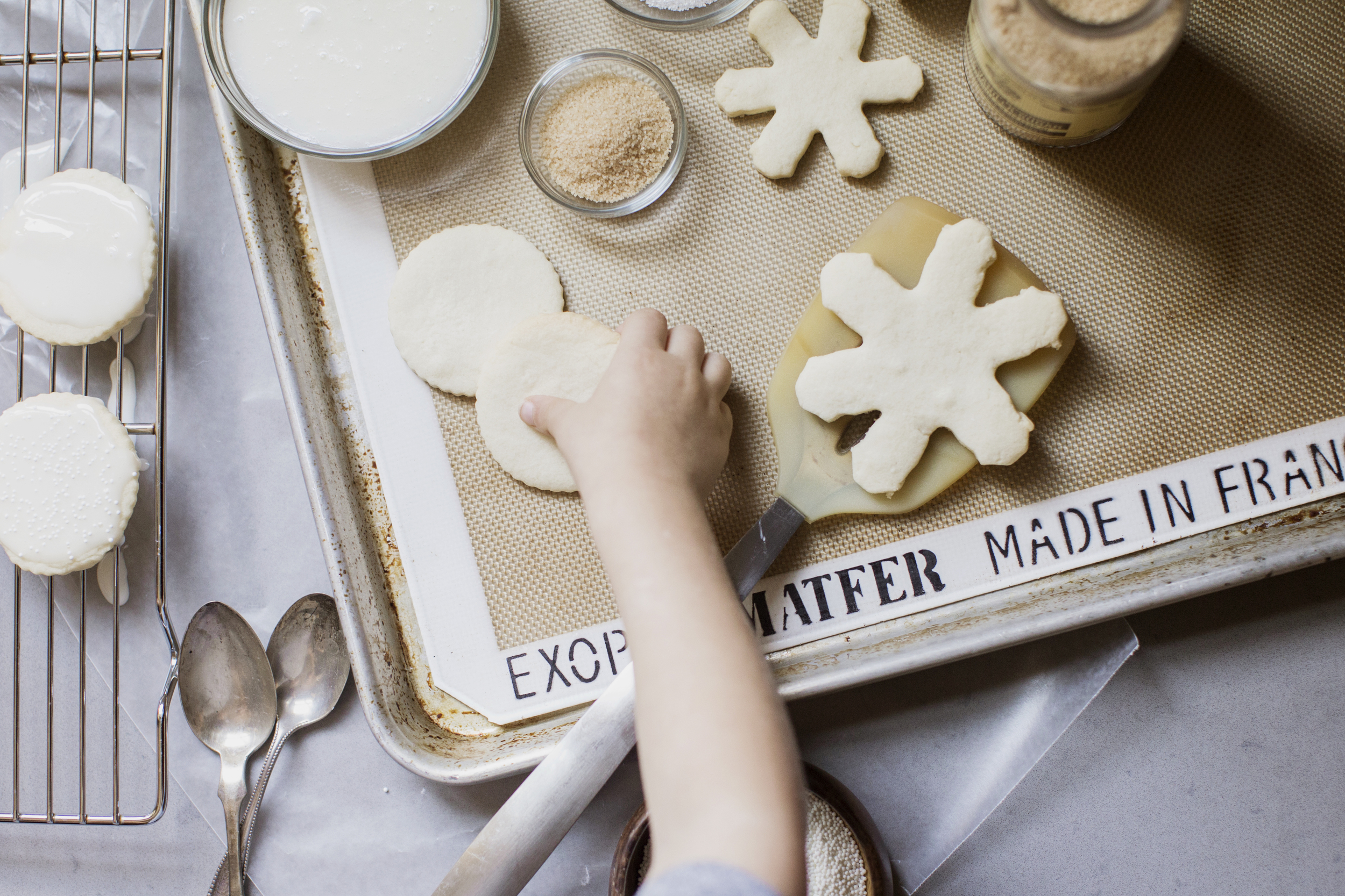 christmas cookie decorating with kids