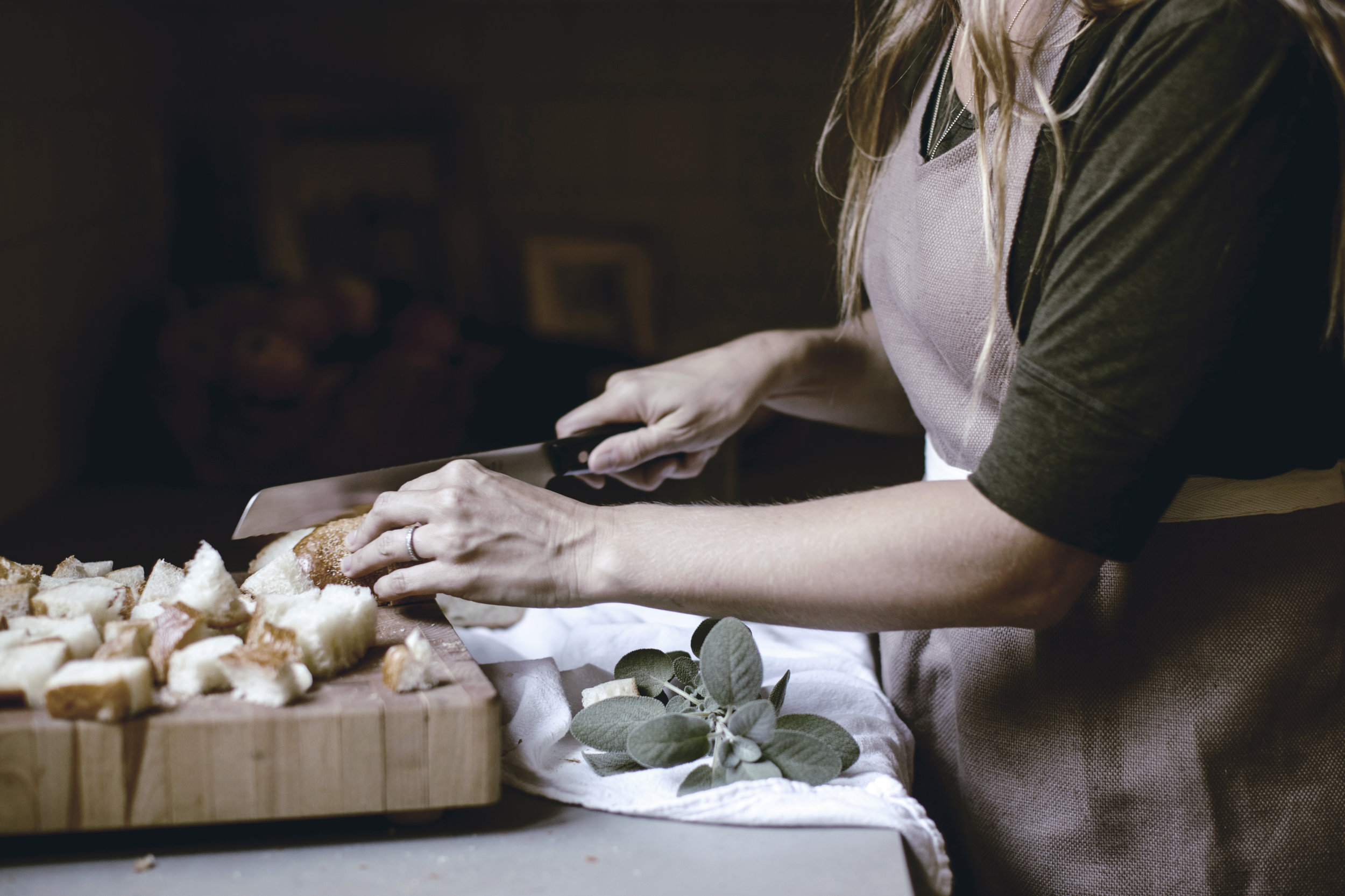 cubing bread for Thanksgiving dressing / heirloomed
