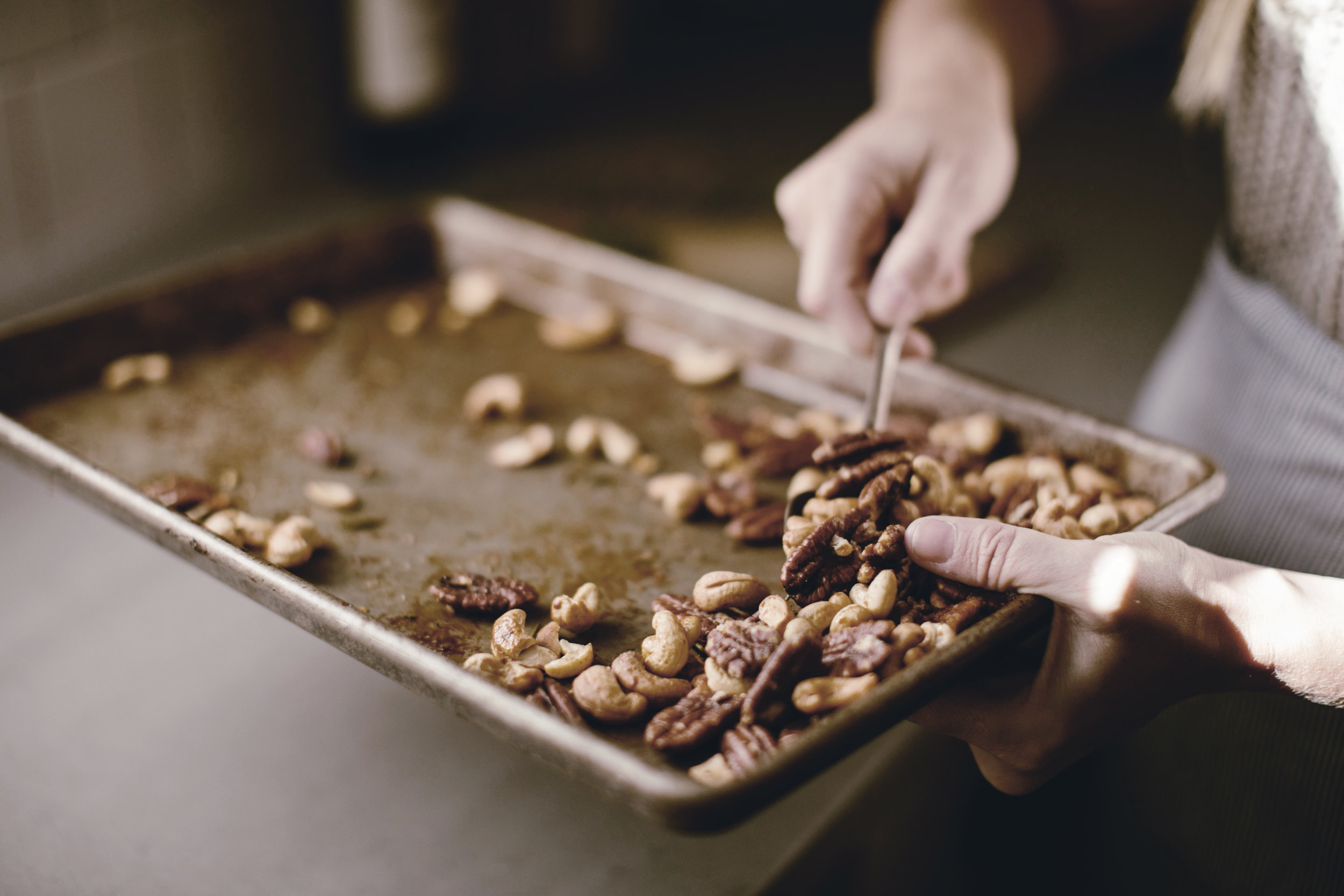 holiday food gift recipes spiced nuts / heirloomed