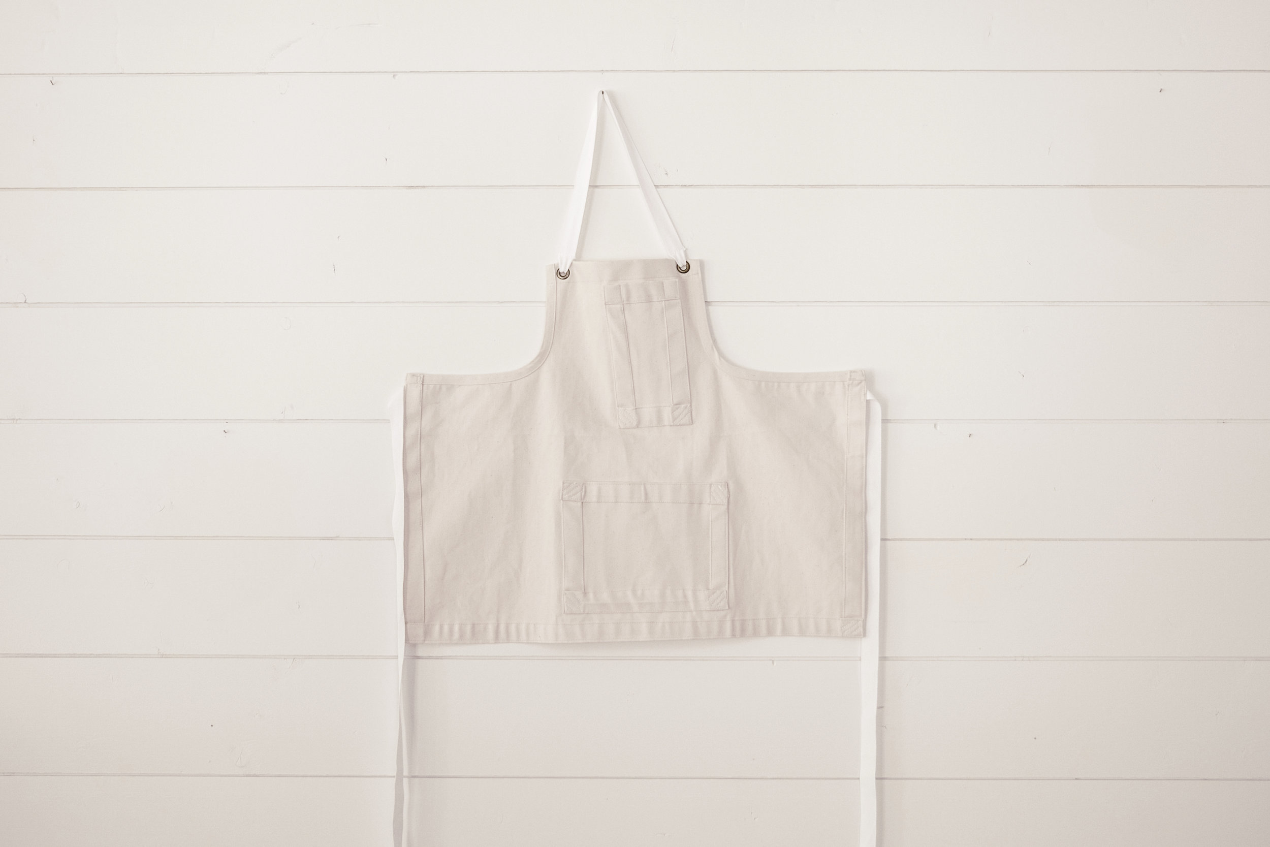 blank canvas studio apron / heirloomed