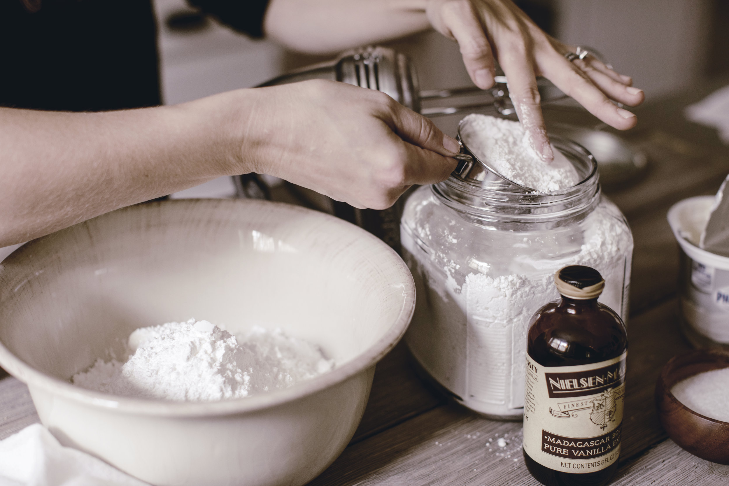 ingredients for the best cream cheese frosting recipe / heirloomed